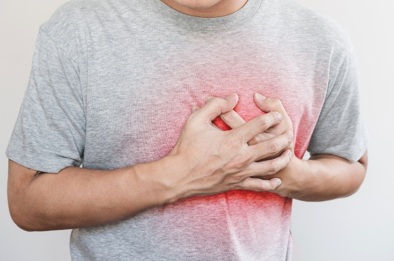 A man ate a banana recently and is now having heartburn-like feelings on his chest.
